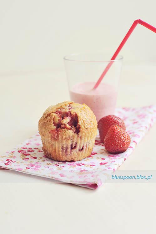 przepis na muffinki z truskawkami