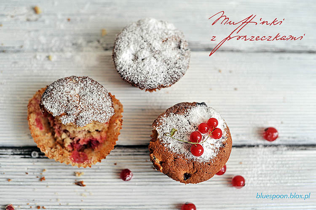 muffinki z czerwonymi porzeczkami - przepis i zdjęcia
