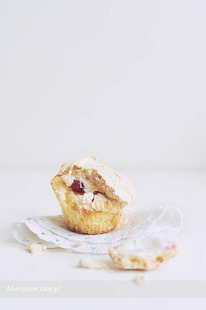 muffinki z owocami i bezową pierzynką - sprawdzony przepis