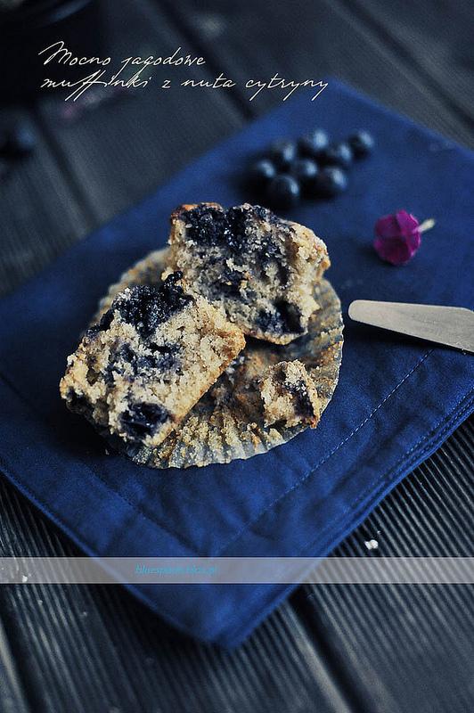 Przepis na Muffinki ze smażonymi jagodami i nutą cytrynową