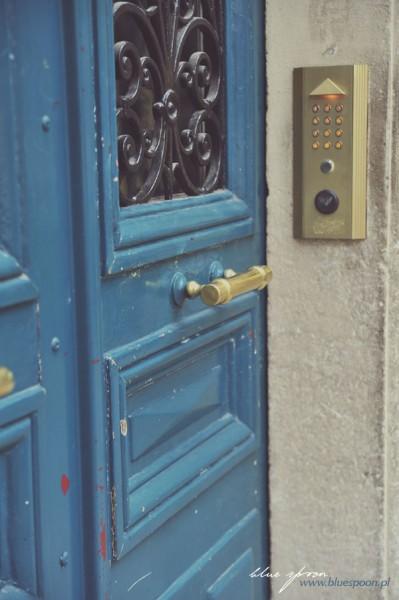 niebieskie drzwi, Francja