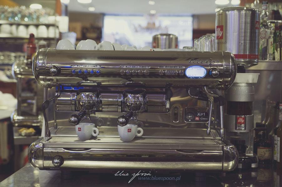 Włosi do kawy podchodzą śmiertelnie poważnie, co widać m .in. po ekspresach