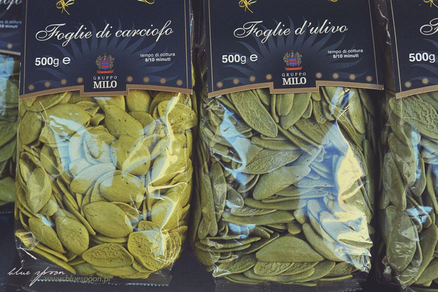 Będą setki rodzajów makaronu w różnych kolorach, ksztaltach i smakach. Tu makaron w kształcie liści karczocha lub oliwki